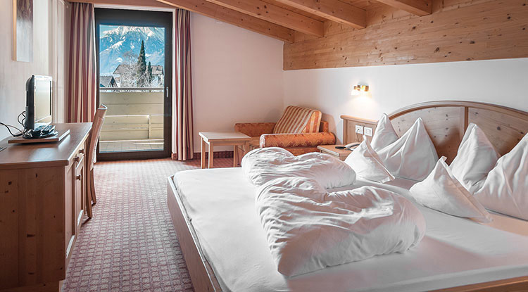 Beautiful double room for single use in Schenna near Merano. Book single room in Christophs Hotel in South Tyrol